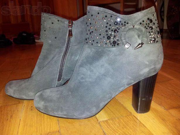 Нарядні стильні замшеві ботильйони,черевики у ідеальному стані,40 р