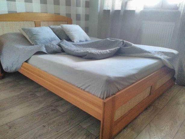 Meble do sypialni komplet łóżko i dwie komody drewniane