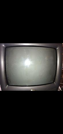 Телевизор LG, в рабочем состоянии.