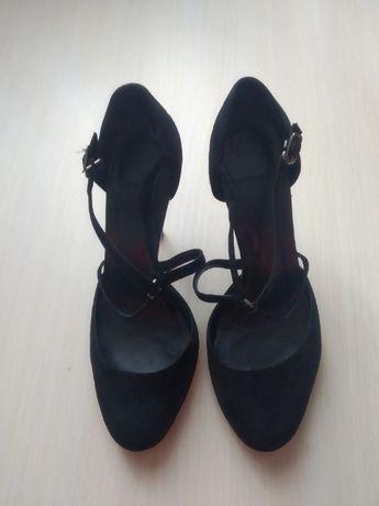 Женские выходные туфли.