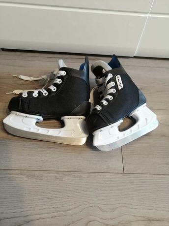 Łyżwy hokejowe..
