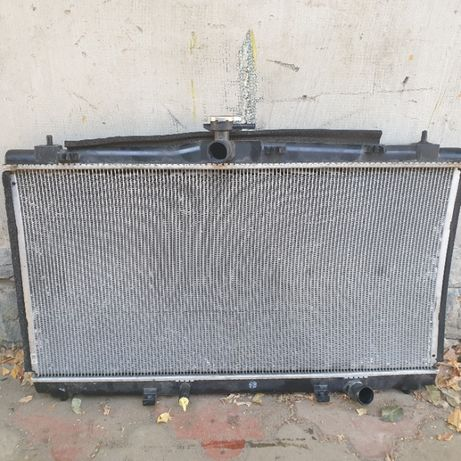 Радиатор охлаждения Тойота Камри
