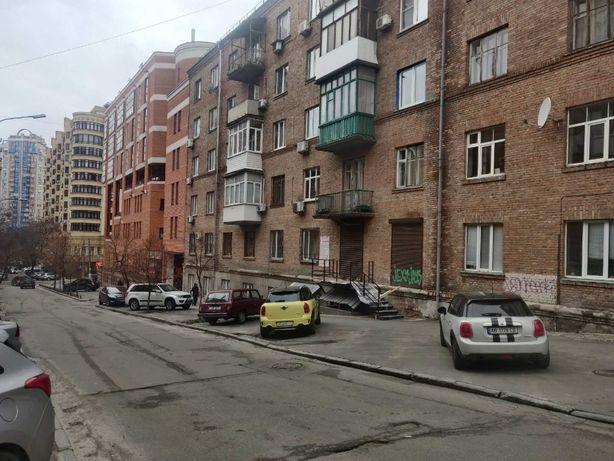Шевенковский, аренда -38 кв.м. м. Лукьяновская