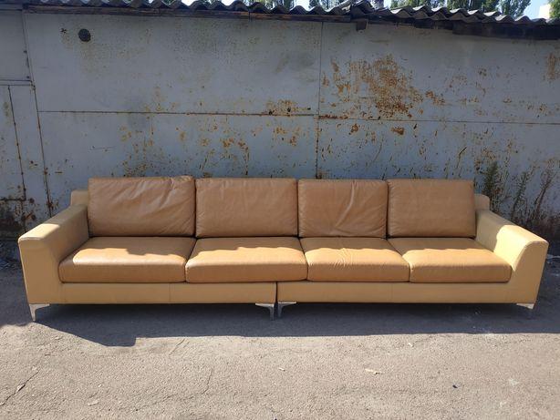 Кожаный диван подушки из кожзама состояние неплохое