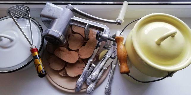 Ножи нерж, мясорубка-соковыжималка, кастрюля 1.5л, картофелемялка