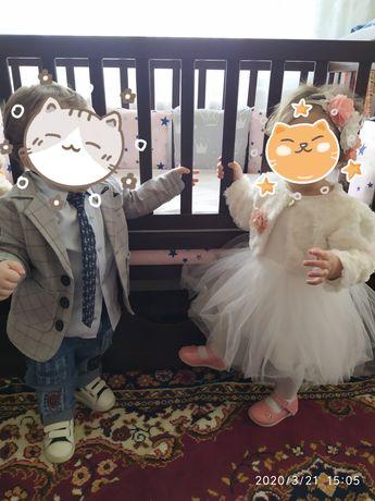 Одяг для двійні, костюм для хлопчика і плаття для дівчинки