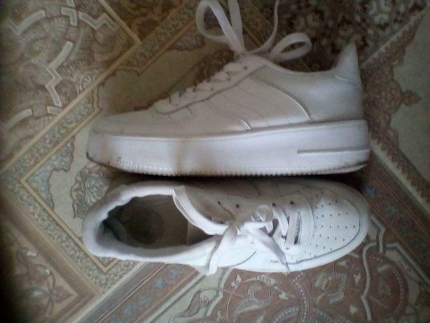 Кроссовки белые р 37