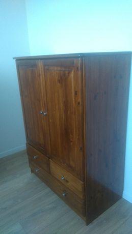 komoda drewniana z szufladami i półkami