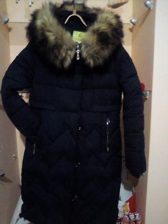 Зимній жіночий пуховик