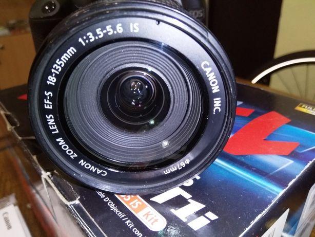 Фотоапарат Canon EOS Rebel T1 i 18-135.