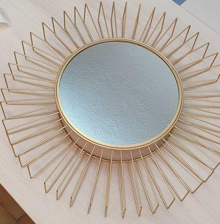 Espelho em metal dourado