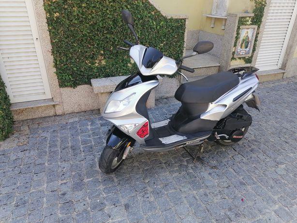 Scooter 125 BOM Estado
