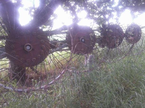 Przetrząsaczo - zgrabiarka przyczepiana pięciogwiazdkowa