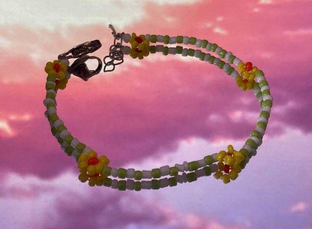 Własnoręcznie robiona bransoletka kwiatki