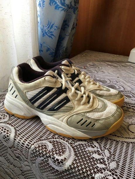 Кроссовки женские Adidas 37.5