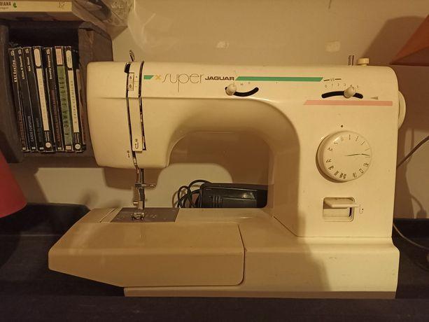 Máquina de costura marca de prestígio Jaguar modelo Super