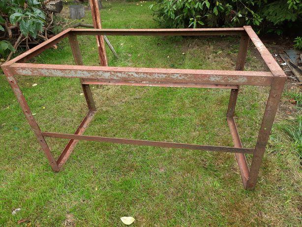 Metalowa konstrukcja na stół przemysłowy? klatkę?