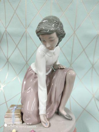 Figurka porcelanowa nao