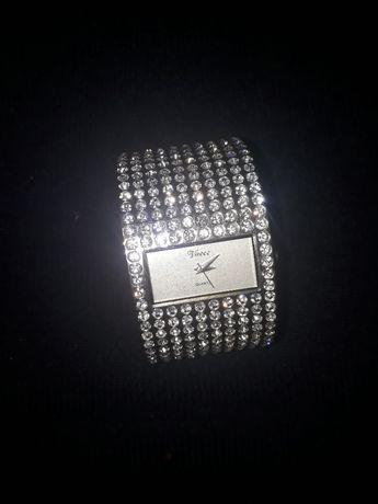 Годинник Vaece quertz japan сріблястий кварцовий з діамантами часи