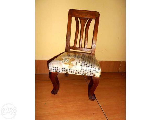 Cadeira pequena antiga para bebés até 3 anos em madeira c/forro em te
