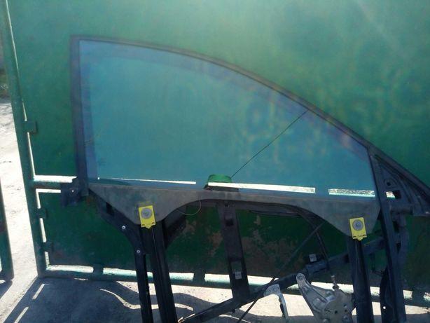Скло бокове переднє на Ауді А6С5