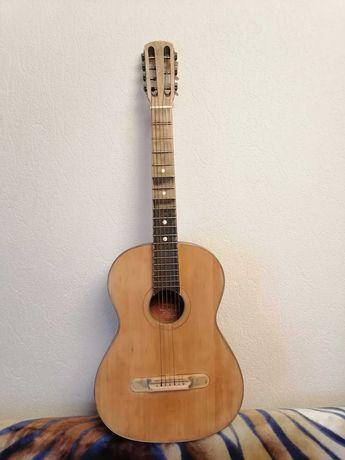 Продам гитару ссср, в действующем  состоянии, ленинградка