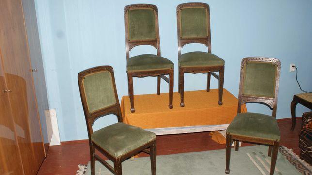 Stare oryginalne krzesła z welurem na sprężynach