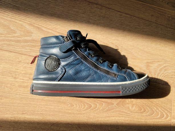 Продам подростковые кожаные кеды 38 размер