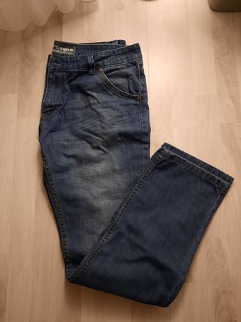 Jeansy męskie z prostą nogawką