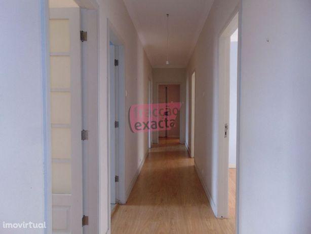 Centro Espinho | Apartamento T4+1 | 200m Praia | Varandas | Vista Mar