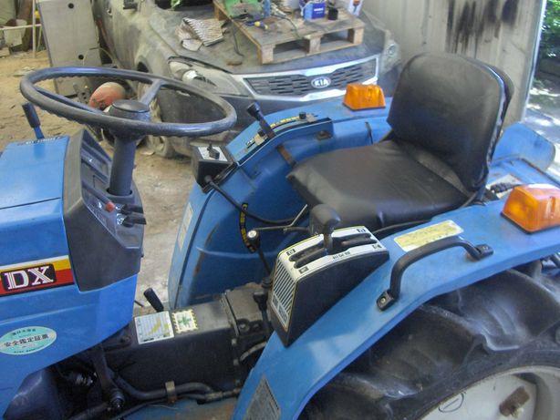Trator Mitsubishi 1601 4x4 com frese