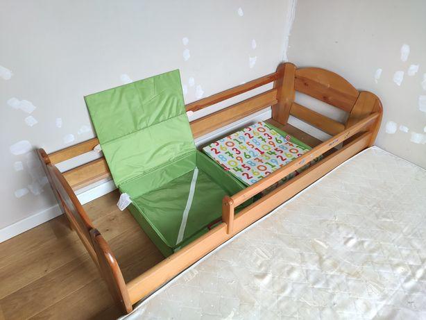 Łóżko dla dziecka z materacem i pojemnikami