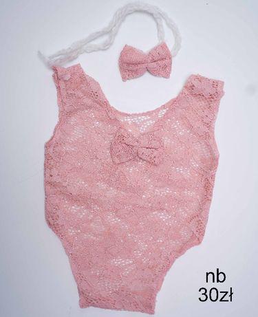 rozowe koronkowe body z opaska do sesji newborn