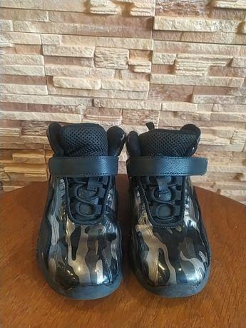 Утеплённые кроссовки Bona