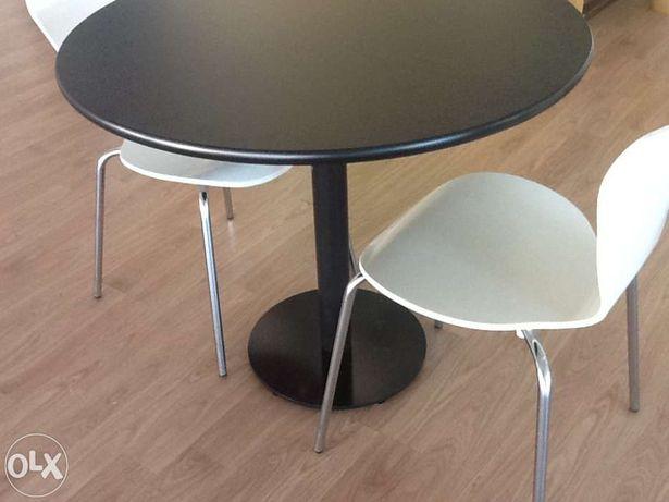 Mesa redonda em preto ou branco. Nova