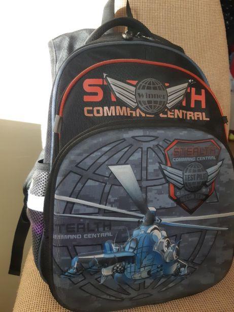 Продам рюкзак шкільний для хлопчика Winner