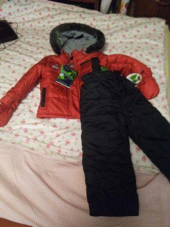 Яркая красная курточка и черный полукомбинезон (1 - 2 годика)