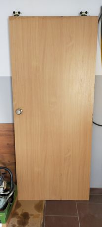 Drzwi przesuwne z płyty wiórowej używane