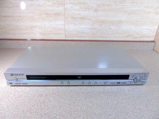 Odtwarzacz DVD PIONEER DV-393, w pełni sprawny, kolor srebrny.