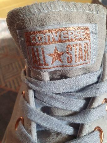 Błękitne Converse