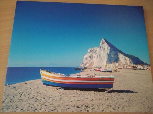 Obrazek z łódką nad morzem