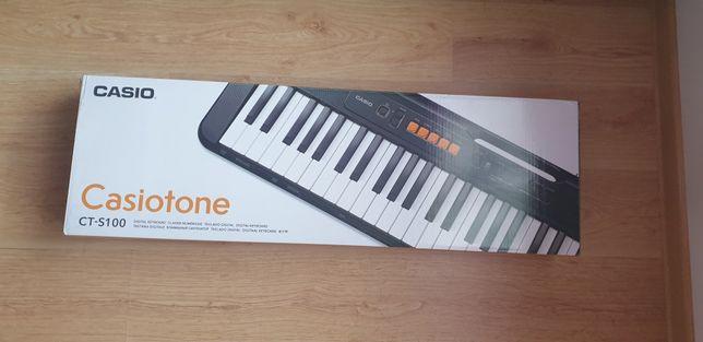 Keyboard Casio Casiotone CT-S100 z podstawką na nuty i stojakiem