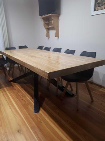 Stół dębowy z metalowymi nogami