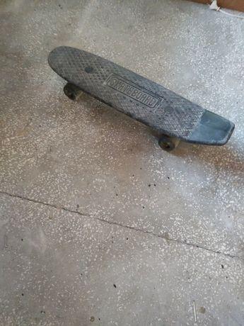 Sprzedam deskorolkę fiszkę , używaną w dobrym stanie. Skateboard.