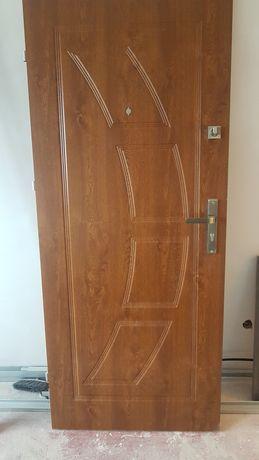 Drzwi zewnętrzne wewnątrzklatkowe 80