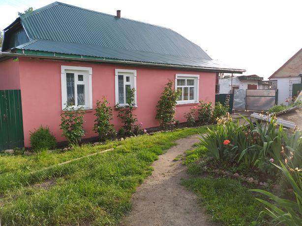 Продається будинок в центрі смт Червоне