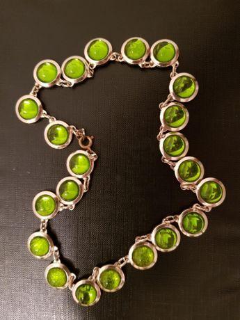 Naszyjnik z zielonymi kamieniami