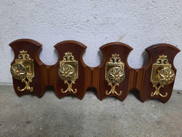 Cabide em madeira