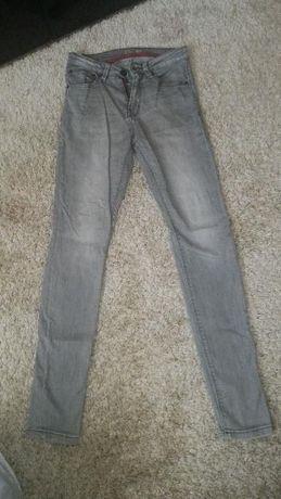 Calcas usadas da Pull and Bear para 14 anos.