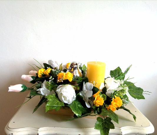 Stroik wiosenny żółty Wielkanoc dekoracja kwiaty świeca ptak handmade